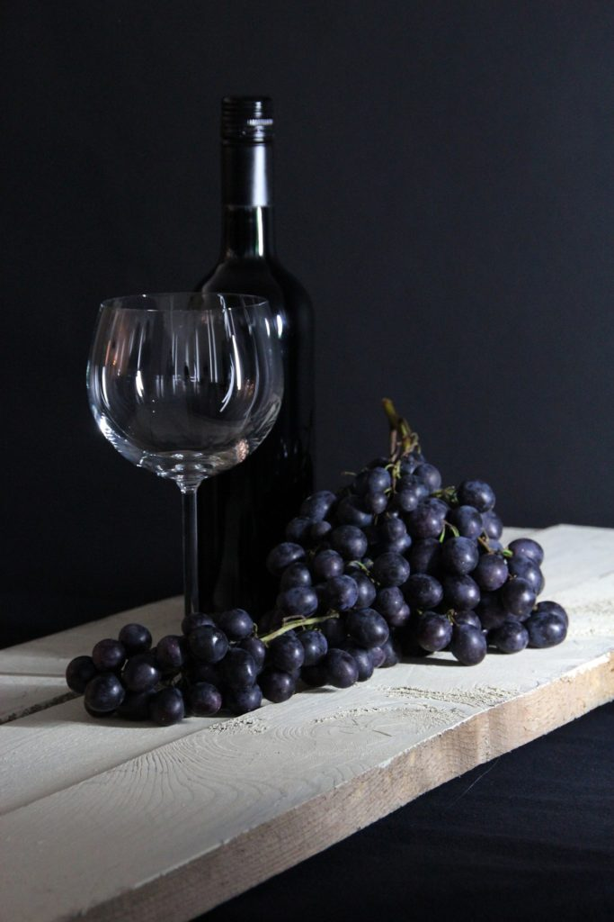 dark-grapes-wine-glass-bottle