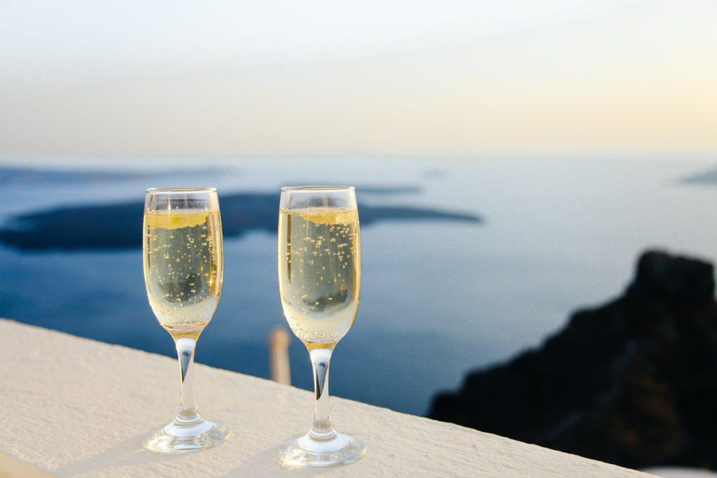 sparkling_wine_served_chilled