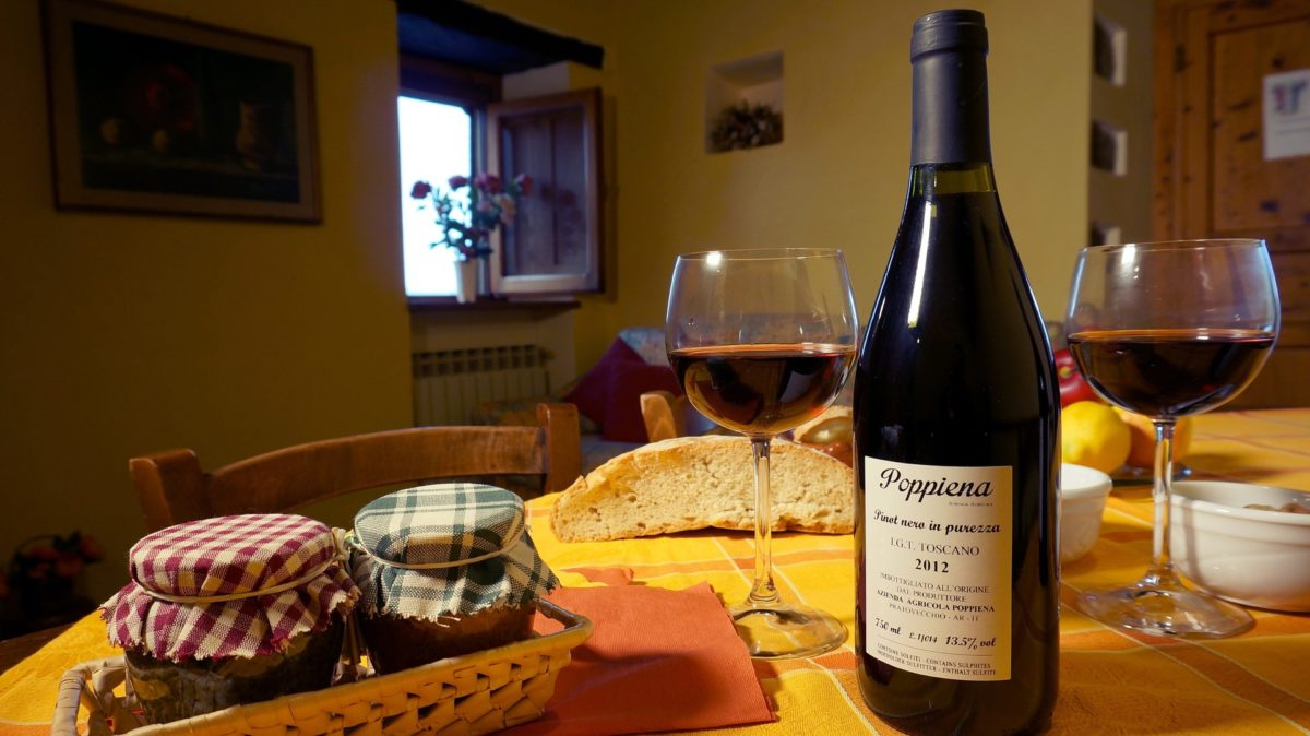 wine-food-on-cottage-table