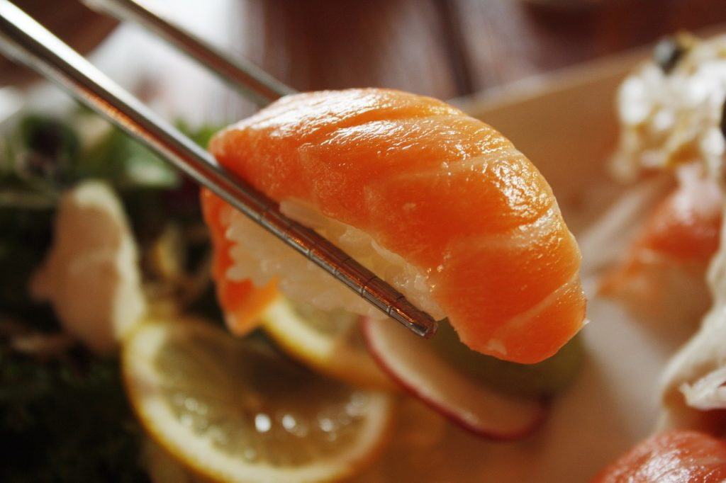 salmon_sushi_wine_pairing
